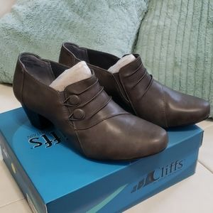 NIB Cliffs by White Mountain Lampton shooties
